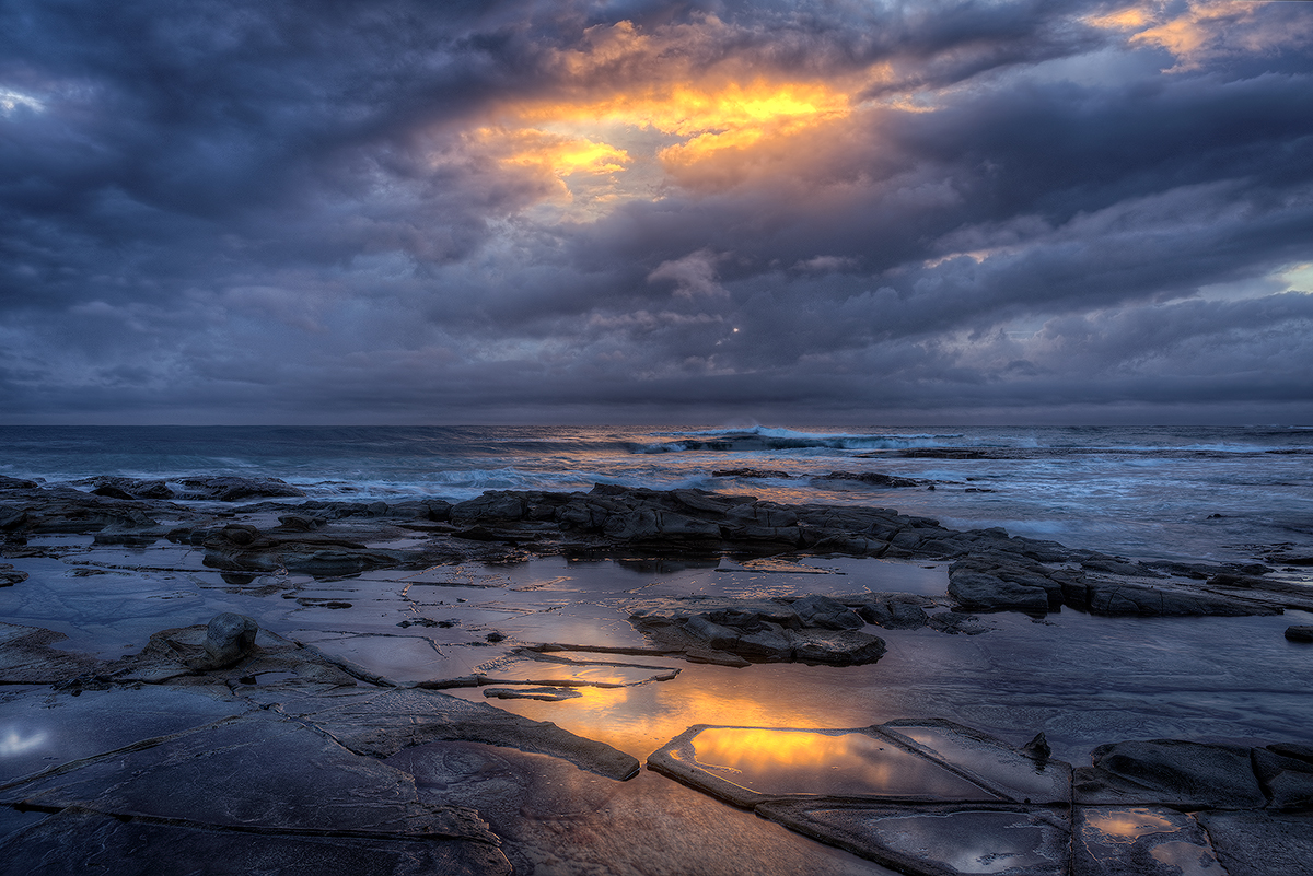 Bellambi, Beach, sun rise, ocean, wave, spotlit, Australia, NSW, photo