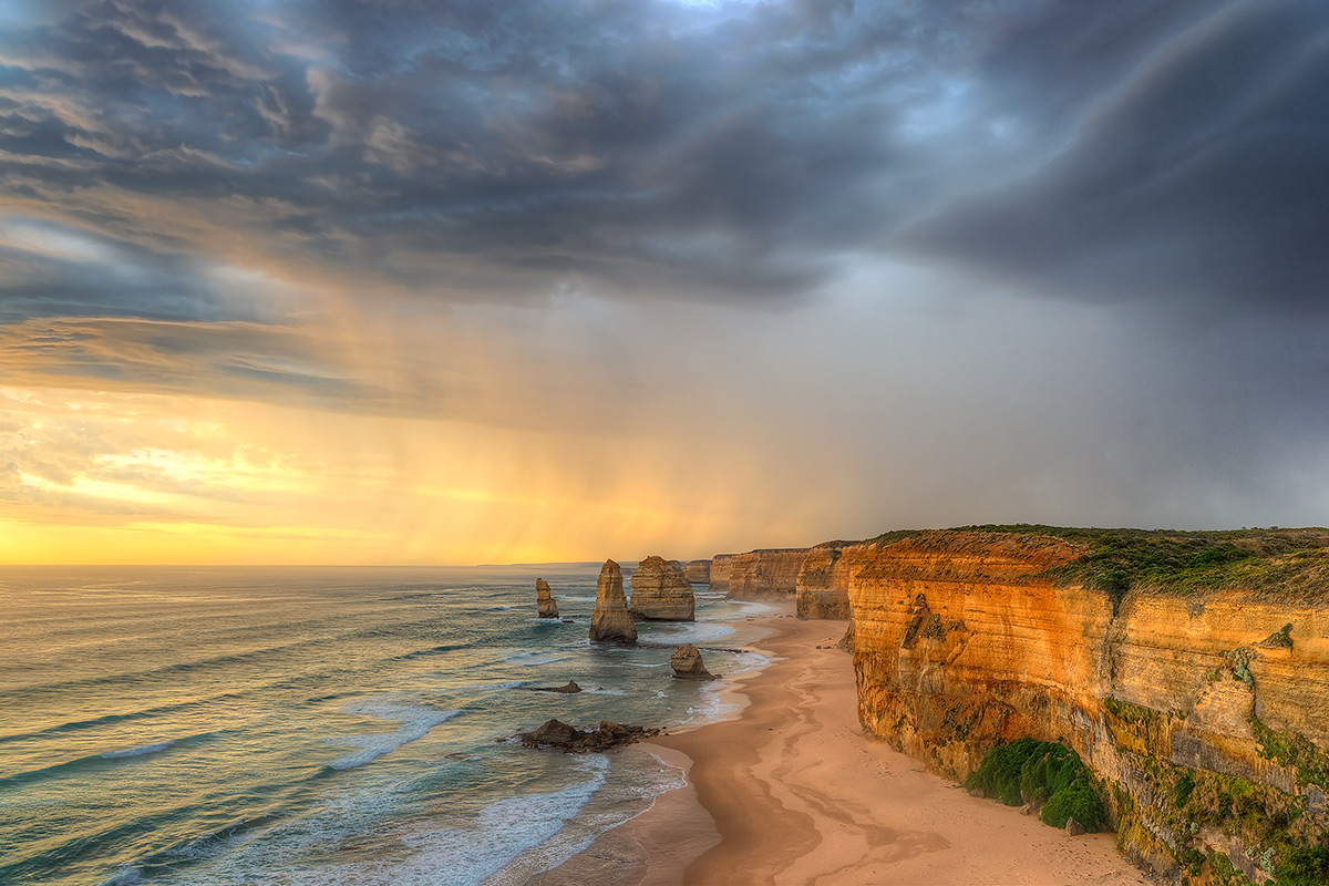 Twelve Apostles, Storm, Port Campbell National Park, Great Ocean Road, photo
